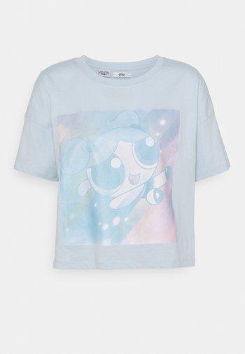 ONLPOWER PUFF CROPPED - Print T-shirt - blue/neon