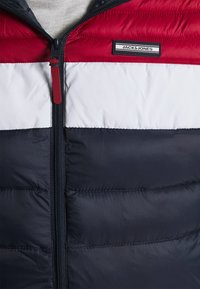 Jack & Jones - JJEACE BODYWARMER HOOD - Vesta - navy blazer - 6