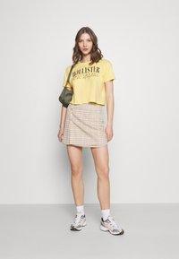 Hollister Co. - FASH CORE - Print T-shirt - yellow - 1
