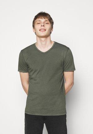 FINN - T-shirt - bas - mottled olive