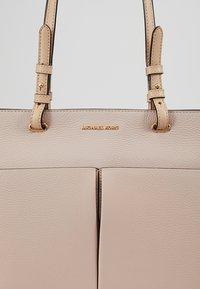 MICHAEL Michael Kors - BEDFORD POCKET TOTE - Handbag - soft pink - 6