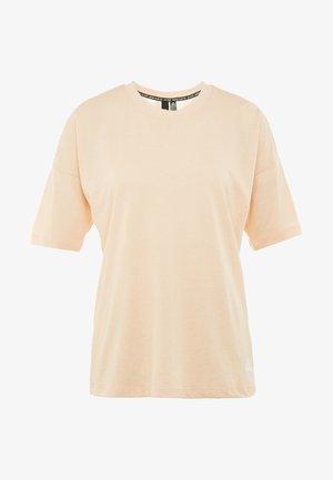 3S TEE - Print T-shirt - glow pink/white
