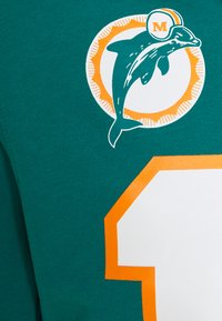 Mitchell & Ness - MIAMI DOLPHINS DAN MARINO HOODED SHORT SLEEVE - Article de supporter - teal - 2