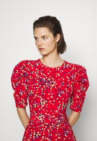 Who What Wear - THE PUFF BELTED DRESS - Kjole - red - 3