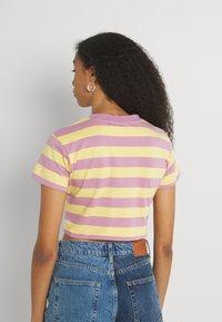 The Ragged Priest - REFRESH TEE - Print T-shirt - yellow/lilac - 2