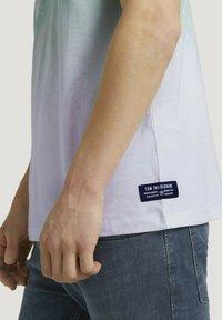 TOM TAILOR DENIM - T-shirt med print - mint palm photo print - 3