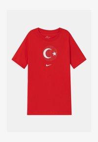 Nike Performance - TÜRKEI EVERGREEN CREST - Print T-shirt - university red - 0
