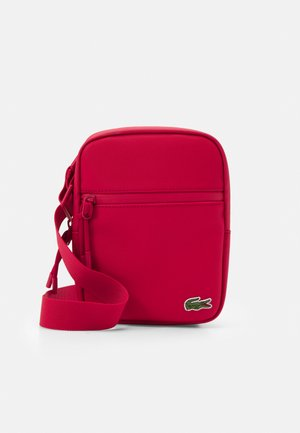 FLAT CROSSOVER BAG - Olkalaukku - rouge