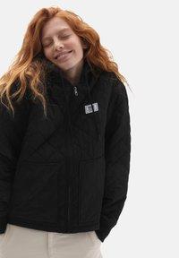 Vans - WM BOOM BOOM 66 HOOD BOMBER - Winter jacket - black - 0