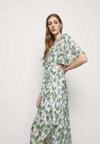 maje - ROCHELLE - Maxi šaty - végétal écru vert - 3