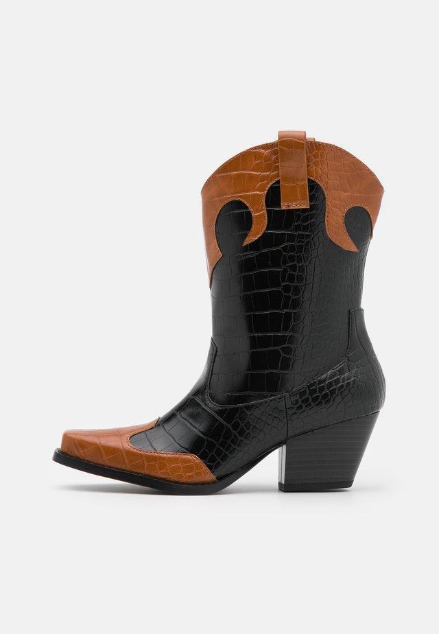 VEGAN NETTAN BOOT - Stivali texani / biker - black dark