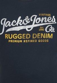 Jack & Jones - JPRBLUSTAR TEE MARCH 3 PACK - T-shirt z nadrukiem - navy blazer - 5