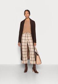 mine to five TOM TAILOR - LOOK LONG COAT - Classic coat - dark oak brown - 1