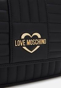 Love Moschino - QUILTED SOFT - Taška spříčným popruhem - nero - 5