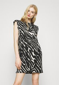 Monki - ALVINA SHOULDER DRESS - Basic T-shirt - zebra - 0