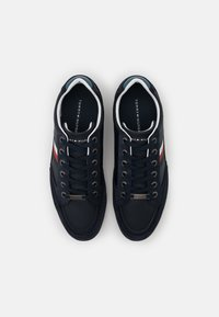 Tommy Hilfiger - CORPORATE CUPSOLE - Trainers - desert sky - 3