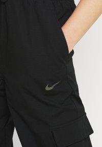 Nike Sportswear - CLASH PANT - Cargobukse - black/smoke grey - 3