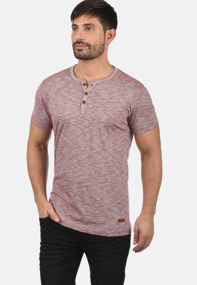 RUNDHALSSHIRT SIGOS - Basic T-shirt - wine red