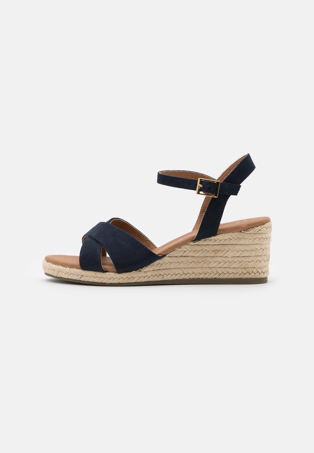 WIDE FIT YABBY CROSS VAMP LOW WEDGE - Espadryle - navy