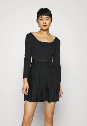 LOGO WAISTBAND PLEATED DRESS - Jersey dress - black