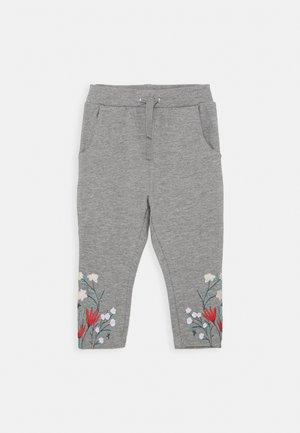 NMFKALLA PANT - Teplákové kalhoty - grey melange