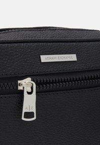 Armani Exchange - BEAUTY CASE - Accessorio da viaggio - nero - 3