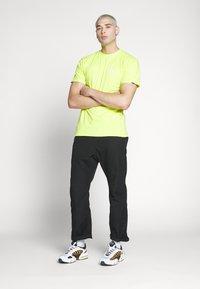 Vans - RETRO SPORT  - T-Shirt print - sulphur spring - 1