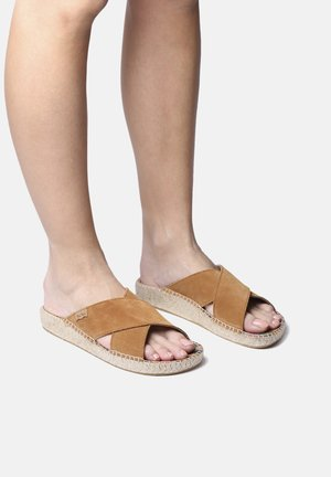 Slip-ins - camel