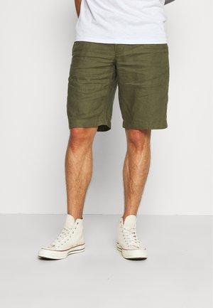BERMUDA LINO - Shorts - military green
