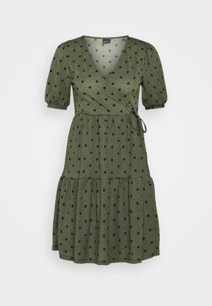 TUVA DRESS - Žerzejové šaty - green