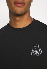 Kings Will Dream - CROSBY TEE - T-shirts med print - jet black/asphalt - 5