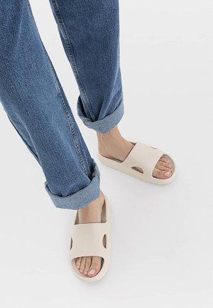 Pantofle - off-white