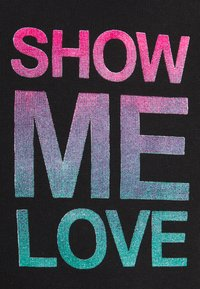 Daily Basis Studios - SHOW ME LOVE TEE UNISEX - Print T-shirt - black - 2