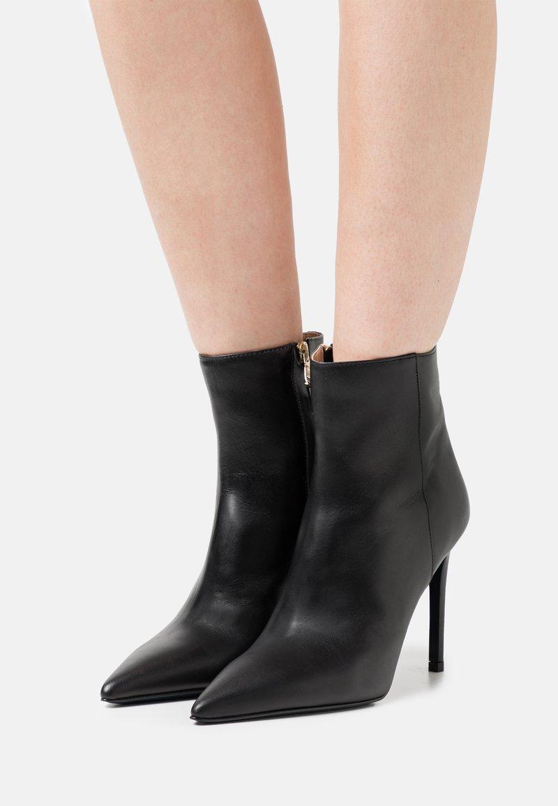 Patrizia Pepe - High heeled ankle boots - nero