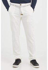 Blend - MENNIX  - Kalhoty - Offwhite - 0