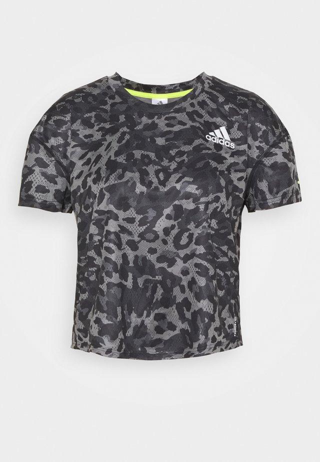 PRIMEBLUE TEE - T-shirt imprimé - grey four
