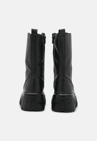 Nly by Nelly - MASSIVE BOOT - Plateaulaarzen - black - 3