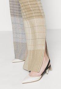 MRZ - KARO PANT - Kalhoty - brown - 4