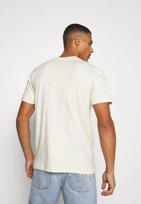 Mennace - UNISEX ESSENTIAL SIGNATURE  - Print T-shirt - pale green - 2