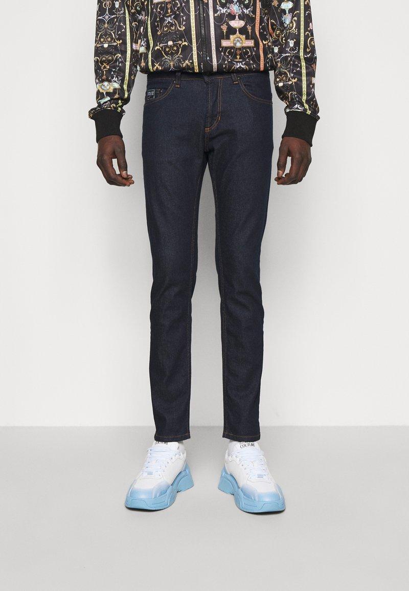 Versace Jeans Couture - DRILL - Skinny-Farkut - light-blue denim