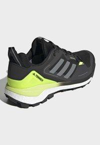 adidas Performance - TERREX SKYCHASER GORE-TEX 2.0 WANDERSCHUH - Hiking shoes - black - 2
