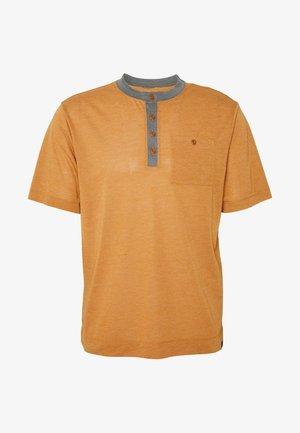 CAP COOL TRAIL BIKE HENLEY - T-shirt z nadrukiem - wood brown
