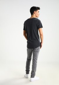 Jack & Jones - JJPRHUGO TEE CREW NECK  - Basic T-shirt - dark grey melange - 2