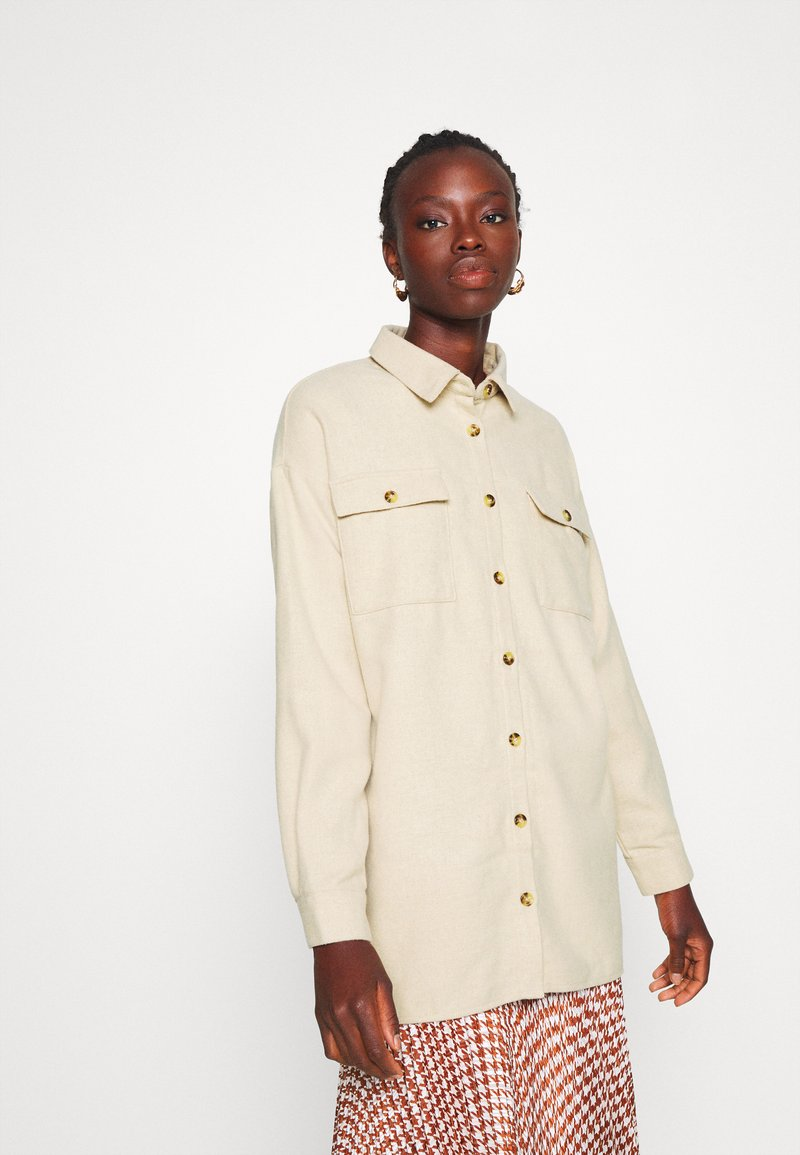 Noisy May Tall - NMFLANNY LONG SHACKET - Button-down blouse - white pepper