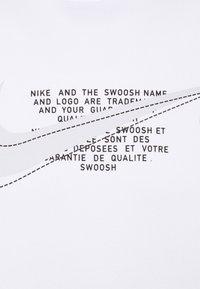 Nike Sportswear - COURT CREW - Sweatshirt - white - 6