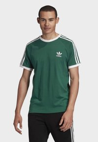 adidas Originals - 3-STRIPES T-SHIRT - Print T-shirt - green - 0