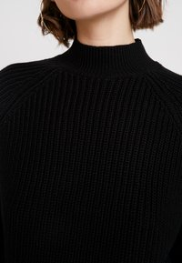 Noisy May - NMSIESTA HIGH NECK CROPPED - Neule - black - 5