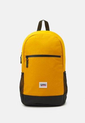 URBAN ESSENTIALS BACKPACK UNISEX - Tagesrucksack - yellow