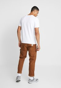 Scotch & Soda - V-NECK TEE - Basic T-shirt - white - 2