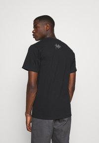 HUF - NATURAL HIGH TEE - Print T-shirt - black - 2